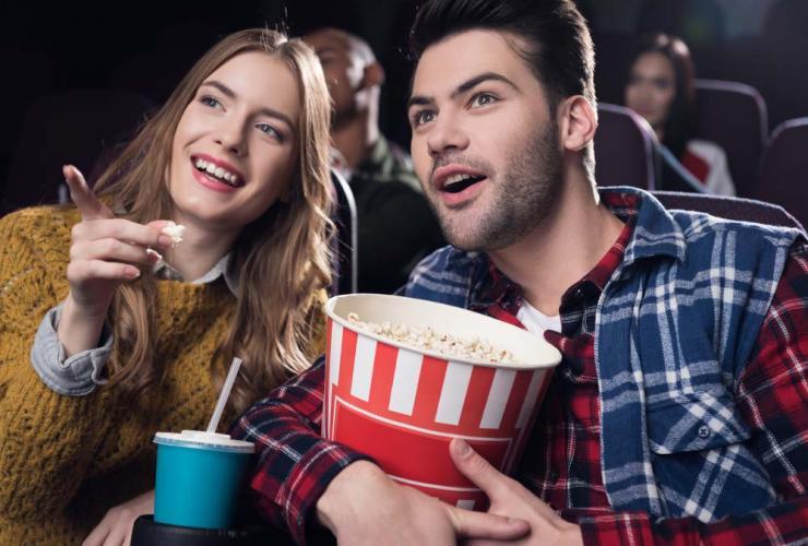Как пригласить девушку в кино?