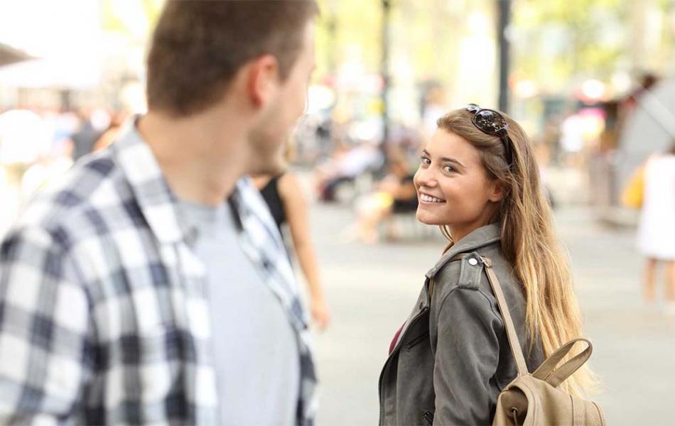 Как познакомиться с девушкой на улице, в парке и кафе?
